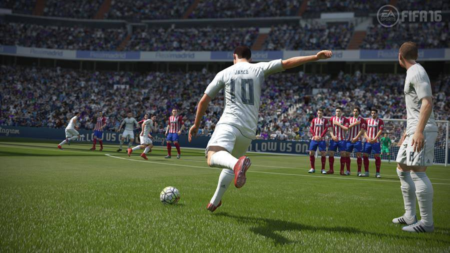 fifa16_xboxone_ps4_gamescom_rmvatl_lr_wm_900x506