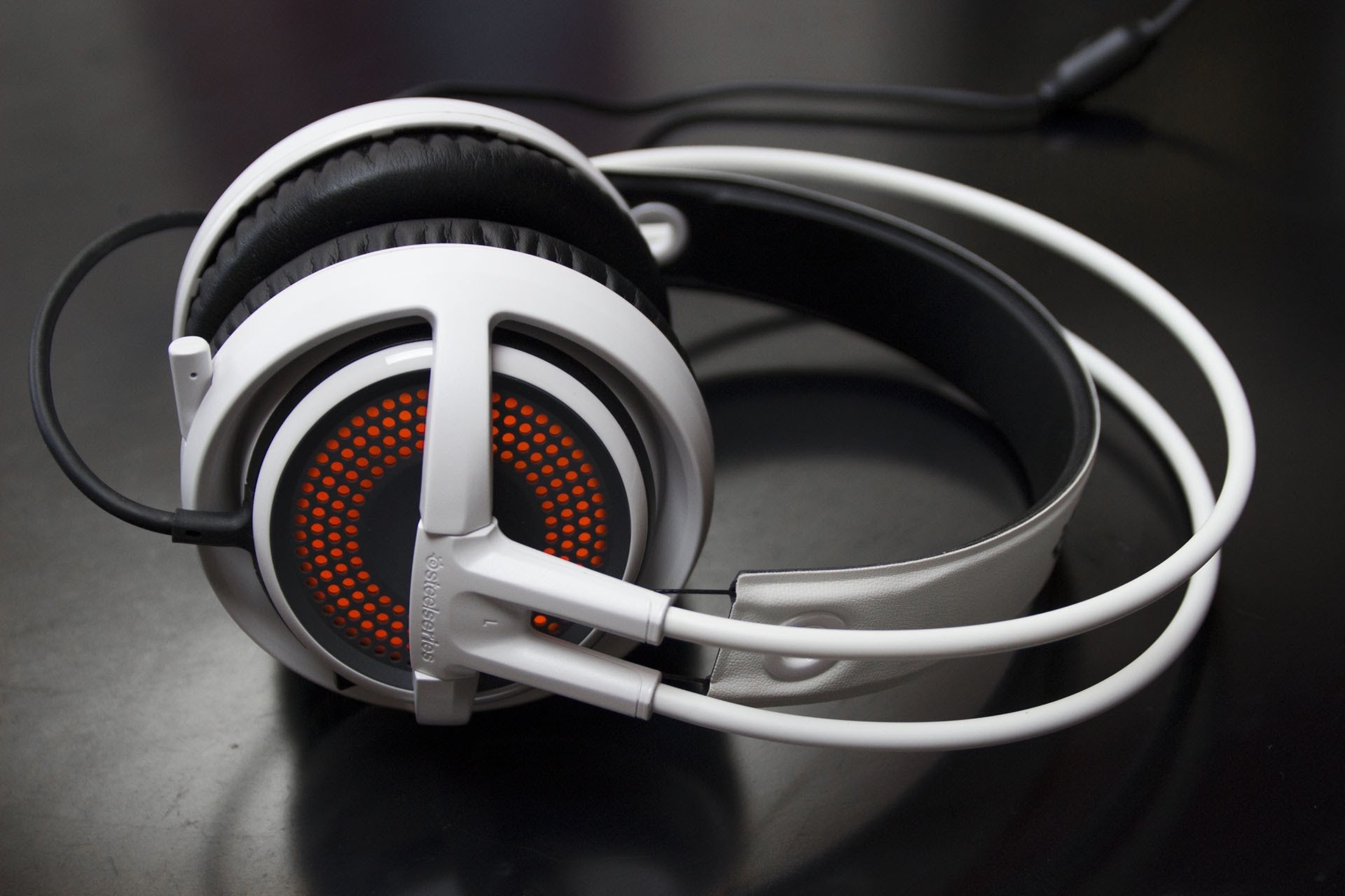 Steel Series Siberia 350 Headset Review | GamesReviews.com
