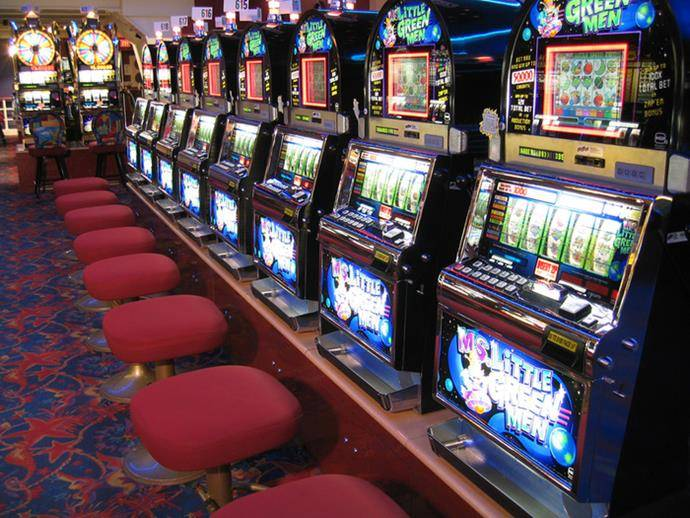 How to Improve Your Chances of Winning When Playing Slot Machines ...